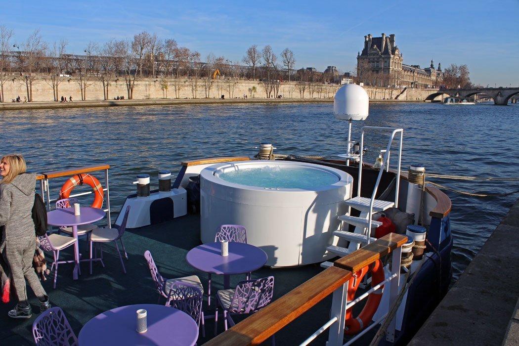 Barcaza_Raymond_Paris_2_exterior