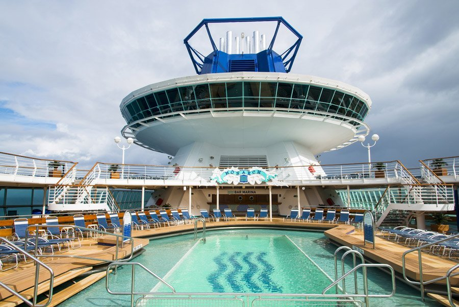 Pullmantur cruceros for Musica piscina