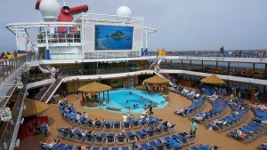 Carnival Horizon Pool2
