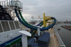 Norwegian Escape FreeFall Slides toboganes