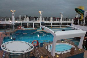 Norwegian Escape Piscina 2
