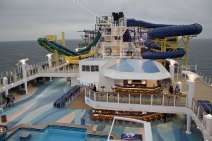 Norwegian Escape Piscina 3