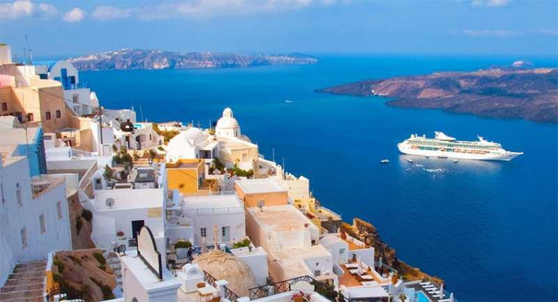 cruise-ship-santorini_2019-07-07.jpg