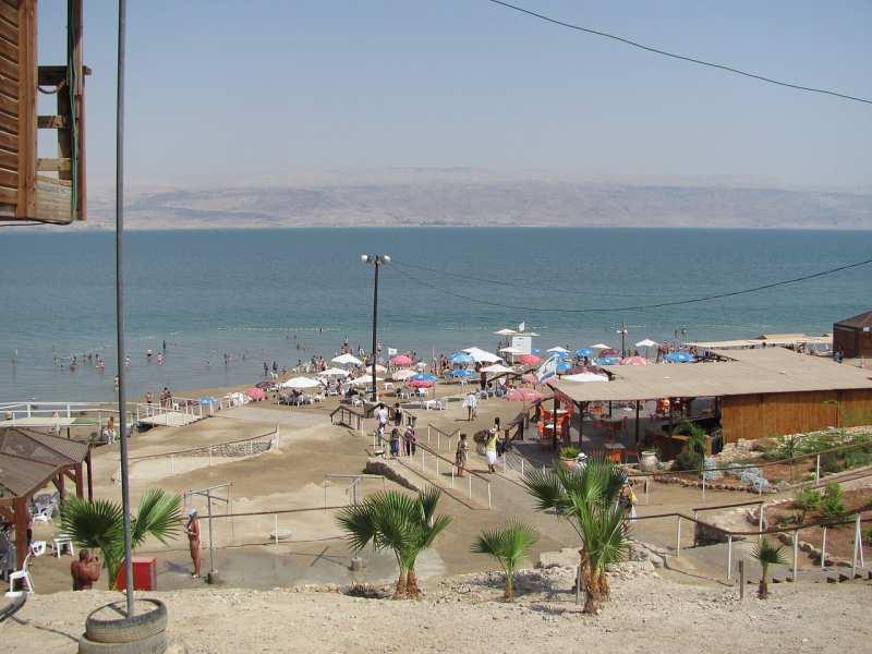 1280px-Playa_sobre_el_Mar_Muerto.jpg