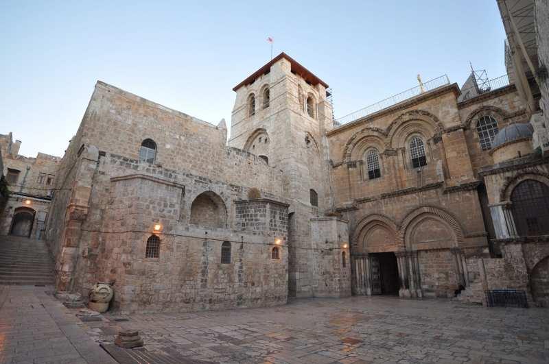 1920px-The_Church_of_the_Holy_Sepulchre-Jerusalem.jpg