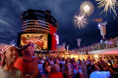 fuegos-artificiales-en-Disney-Cruise.jpg